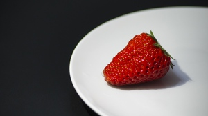 Preview wallpaper berry, plate, ripe, strawberry