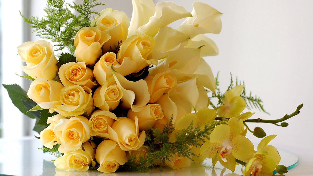 Preview wallpaper beauty, bouquet, branches, flowers, glass, lilies, roses