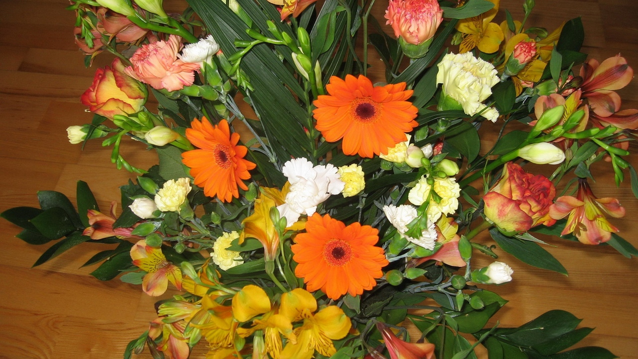 bouquets flowers gerbera carnations composition