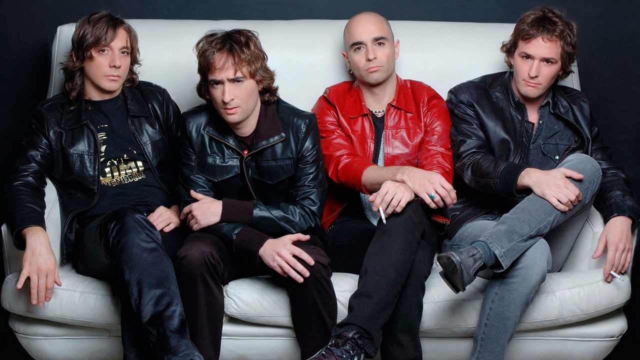 Preview wallpaper bald, band, couch, jackets, pier
