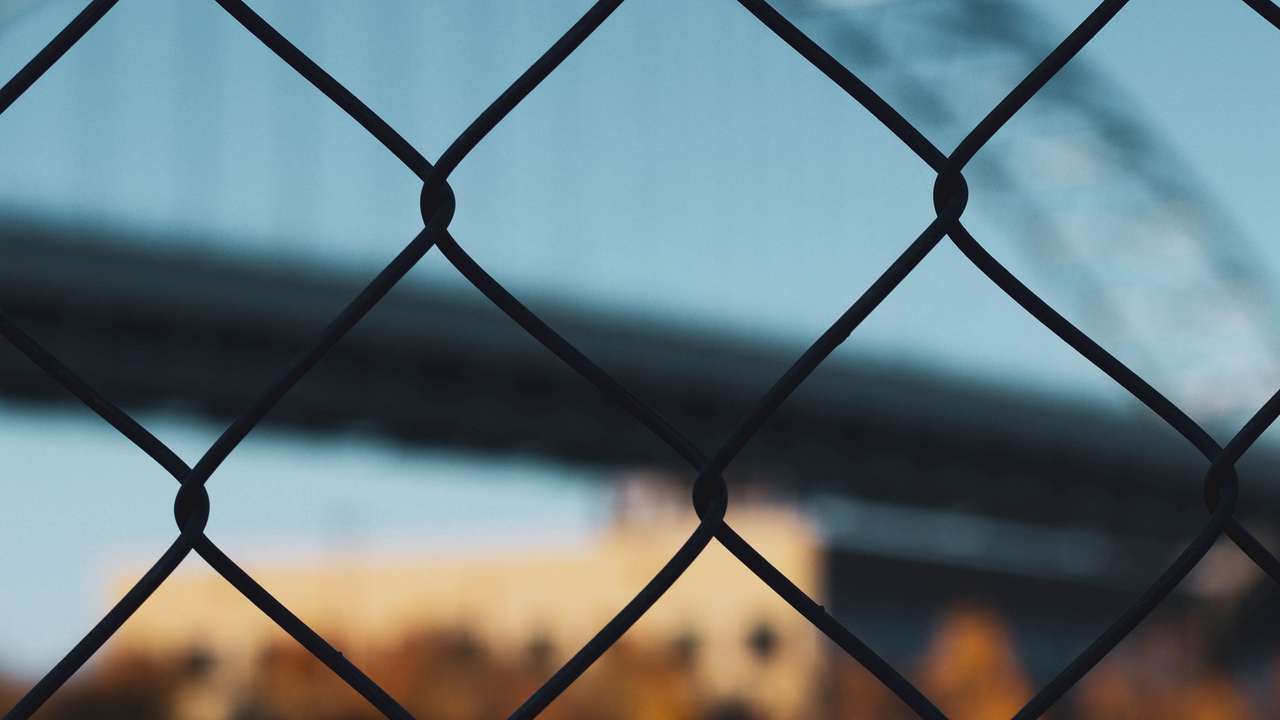 Preview wallpaper fence, fencing, mesh, motion blur