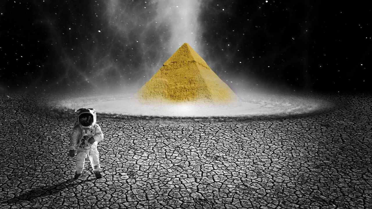 Preview wallpaper astronaut, photoshop, planet, pyramid