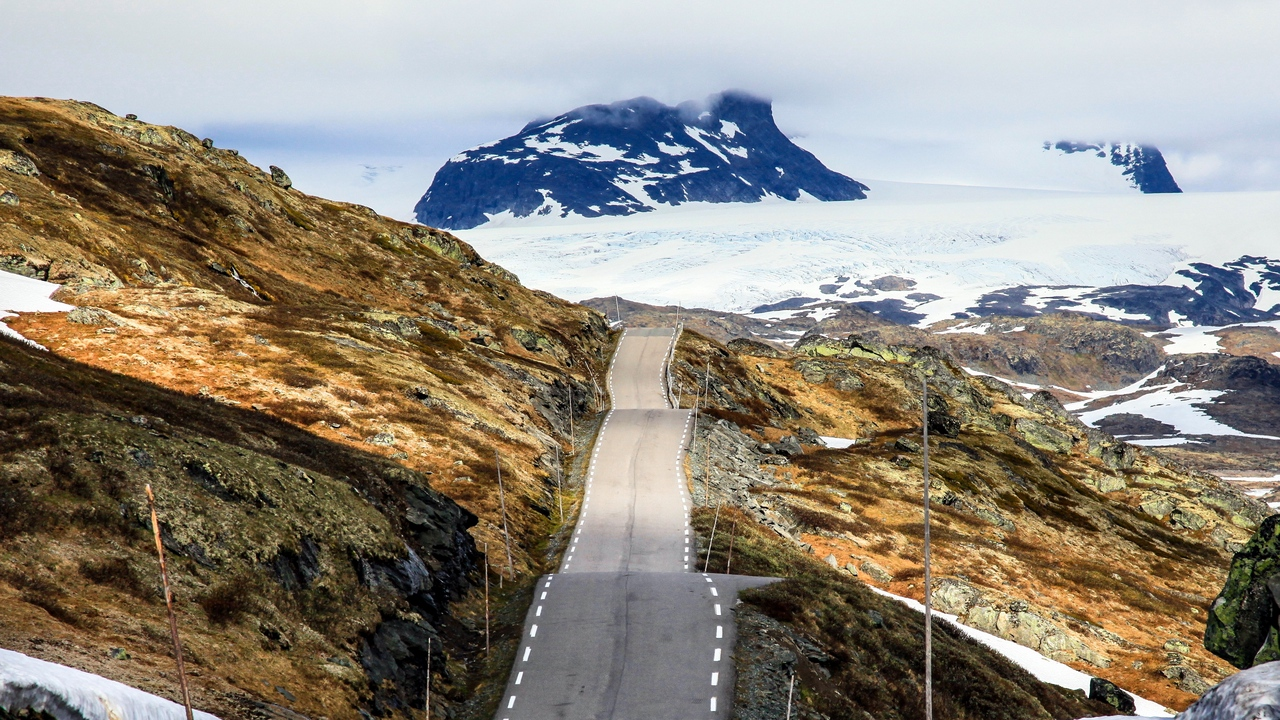 Preview wallpaper mountain, norway, road, snow