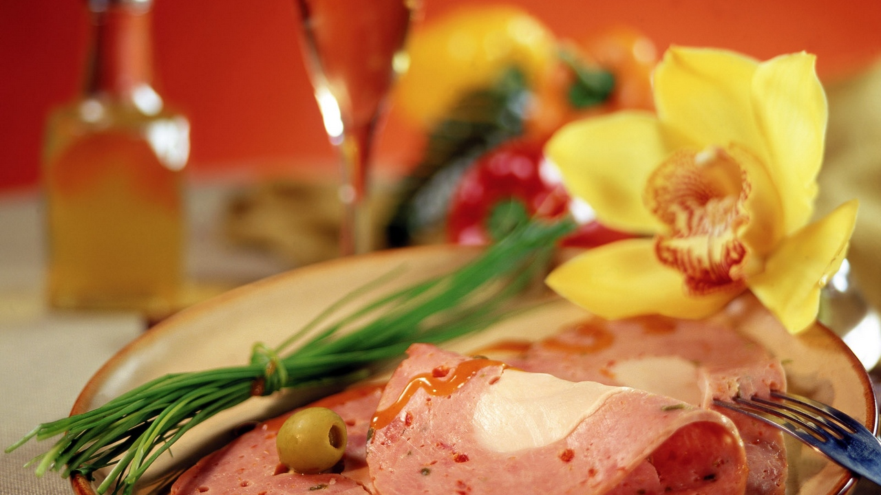 Preview wallpaper flower, meat, olive, onions, plate, plug, slices