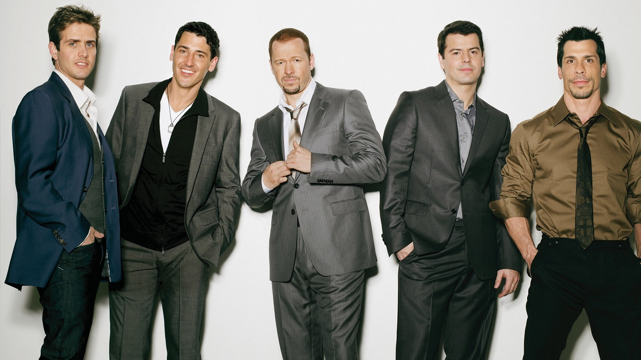 Preview wallpaper band, members, new kids in the block, smile, suits