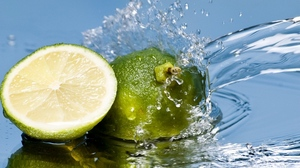 Preview wallpaper citrus, green, lime, spray, water