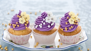 Preview wallpaper cream, muffins, pastries