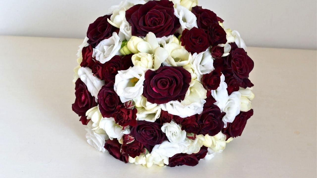 rose flowers lisianthus russell bouquets balloon freesia